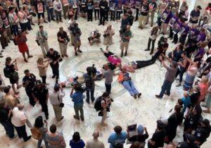 Usa. Washington, suore e preti arrestati: manifestavano per i migranti