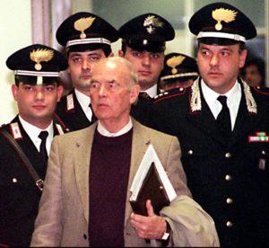 Querelato da Priebke 12 anni fa, assolto in ogni grado di giudizio, lo Stato mi chiede le spese processuali