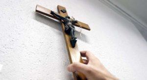 Torna a farsi vivo il dibattito sull'esposizione di simboli religiosi in luoghi pubblici
