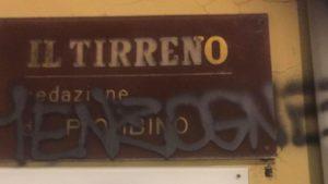 """Scritta intimidatoria contro """"Il Tirreno"""", la solidarietà della Fnsi ai colleghi"""