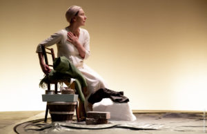 """Teatro Quirino. """"L'anima buona di Sezuan"""", Monica Guerritore porta in scena con maestria l'apologo civile di Brecht"""