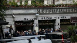 Insulti ai giornalisti durante la manifestazione della Lega a Napoli. E Salvini non risponde alle domande scomode