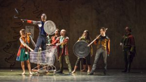 """Teatro Quirino. Bellissimo """"Lo Schiaccianoci""""di Massimiliano Volpini, allegoria sui """"muri"""" e sulla salvaguardia dell'ambiente"""