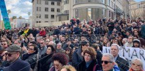 Tutti con Gratteri, manifestazione di solidarietà al giudice davanti la procura di Catanzaro