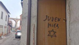 """""""Qui abita un giudeo…"""" una scritta che discende dalle parole usate come pietre"""