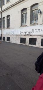 """Scritte antisemite sul muro della scuola elementare """"Cairoli"""" di Roma. Ancora un oltraggio alla memoria della Shoah"""