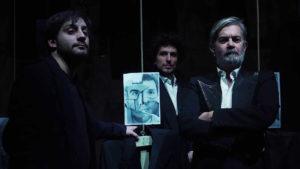 L'hybris si fa pop all'Elfo Puccini. Verso Tebe – Variazioni su Edipo
