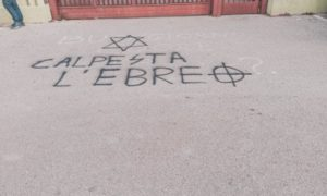 """""""Calpesta l'ebreo"""", incredibili frasi davanti a due scuole di Pomezia nel giorno in cui gli studenti ricordano la Shoah"""
