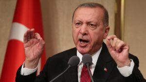 Turchia, Erdogan continua a imporre bavagli e ricatta l'Ue con i migranti