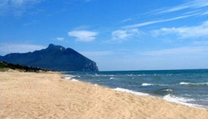 Lo spot Rai sulla Giornata di Libera girato a Sabaudia, il litorale glamour con record di beni confiscati. Un messaggio di cronaca e di coraggio