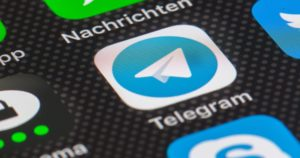 Giornali diffusi sui canali pirata di Telegram, primi sequestri della magistratura. Una settimana fa l'intervento di Agicom