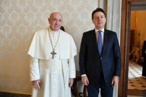 Il Papa per ora grazia Conte