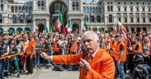 Le proteste arancioni con l'ombra nera dei movimenti fascisti