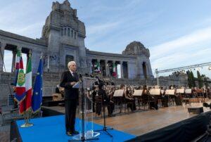 Sergio Mattarella onora le vittime del coronavirus a Bergamo
