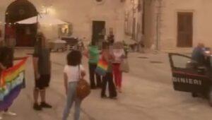 A Lizzano sindaca contro parroco e forze dell'ordine per difendere i diritti lgbt