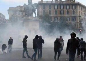Giornalista pestato a Genova, 4 agenti rinviati a giudizio. Fnsi: «Pronti a costituirci parte civile»