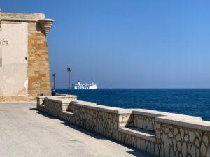 """Cielo e mare.Quei migranti sulla nave """"Azzurra"""" al largo di Trapani"""