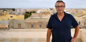 I cani di Lampedusa e la catena di fake news che avvelena tutto