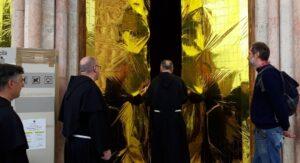 Assisi, Eldorato: Giornata mondiale del migrante, coperte termiche su Basilica San Francesco