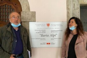 """Giuseppe Giulietti in visita alla scuola 'Ilaria Alpi' di Bolzano.""""Iniziato un percorso di educazione civica nel rispetto della Costituzione"""""""