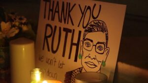 Usa. Migliaia di persone manifestano per onorare la memoria di Ruth Bader Ginzburg