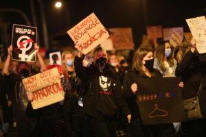 Polonia: proteste contro il divieto d'aborto. Manifestazioni anche a Roma