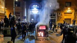 Napoli. Aggressioni violente, insulti, minacce contro i cronisti