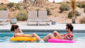 "#FestadelCinema2020. ""Palm Springs"" e l'amore ai tempi del time loop"