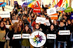 Una grande lezione civica degli alunni e studenti dall'infanzia alle superiori. 10 dicembre per i diritti umani