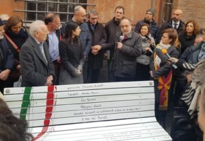 """Un anno fa inaugurata al Ghetto la """"panchina della memoria"""""""