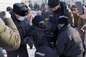 """Proteste in Russia, allarme Efj: """"Aumentano i casi di violenze contro i giornalisti"""""""
