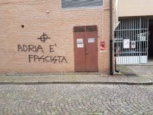 Scritte fasciste ad Adria, il sindaco: un insulto ai valori sui quali si fonda la comunità