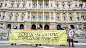 """Strage Viareggio. I familiari: """"Una giornata triste e buia per la Giustizia italiana"""""""""""