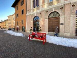 Panchina rossa a Trento in ricordo di Agitu