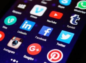 """Psicopatologia del web: morire a dieci anni per una """"sfida"""". Adolescenti sempre più a rischio"""