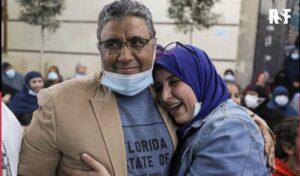Egitto, torna libero dopo 4 anni di carcere il giornalista Mahmoud Hussein