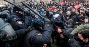 """Proteste in Russia, la testimonianza di un'attivista: """"Io, 84 anni, arrestata per aver difeso i diritti umani"""""""