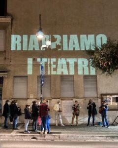Una speranza chiamata teatro. Mille luci in Italia per riavere l'incanto degli spettacoli dal vivo