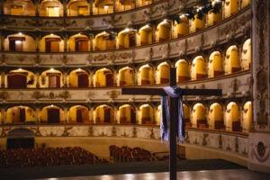 I ciak di Passio Christi nel film girato al Teatro Comunale Abbado di Ferrara. Regia di Michele Placido
