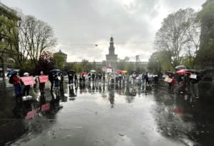 Milano, manifestazione pacifica a sostegno di Alexei Navalny