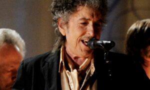 Bob Dylan ci indica ancora la strada, canta le nostre contraddizioni