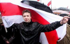 Dirottato un aereo di linea per far arrestare il blogger Roman Protasevich