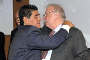 Maradona, la grandezza di un uomo non comune.Intervista con Gianni Minà