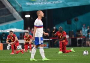 Europei di calcio, l'importanza di inginocchiarsi prima di una partita