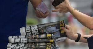 """A Hong Kong chiude """"Apple Daily"""": giornata nera per la libertà di stampa"""