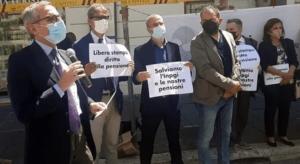Informazione strategica per la ricostruzione. giornalisti in piazza per la libertà d'informazione, contro il precariato ed i problemi della previdenza