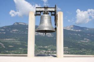 La voce di Maria Dolens  e il suono della Campana dei Caduti di Rovereto per Gino Strada