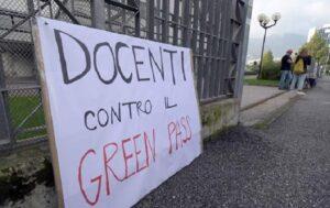 Trento, giornalista e fotografo dell'Adige aggrediti a sit-in 'no green pass'. La solidarietà di sindacato e Odg