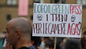 No vax, giornalisti nel mirino dei violenti su Telegram: «Sono da fare fuori»
