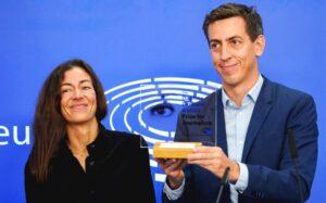 Parlamento Ue, premio Caruana Galizia al Pegasus Project. Sassoli: «Dovere delle istituzioni proteggere i cronisti»